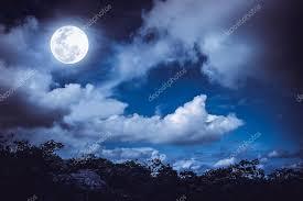a lua e as nuvens